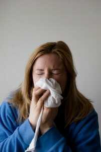 woman-suffering-allergies