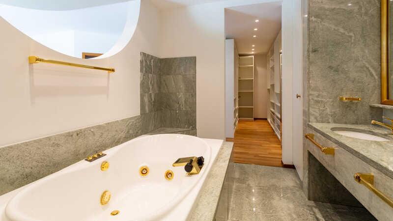 bathroom with large hydromassage tub